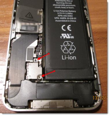 крепление штекера батареи